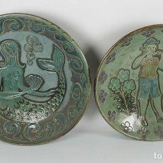 Antigüedades: PAREJA DE PLATOS EN CERAMICA POLICROMADA Y VIDRIADA. FIRMADOS SALA. MED S XX.. Lote 44355177