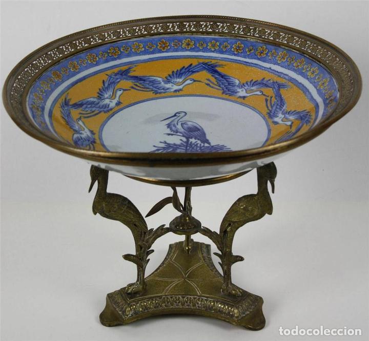 CENTRO DE MESA. PORCELANA Y BRONCE DORADO. FRANCIA?. SIGLO XVIII-XIX (Antigüedades - Porcelana y Cerámica - Alemana - Meissen)