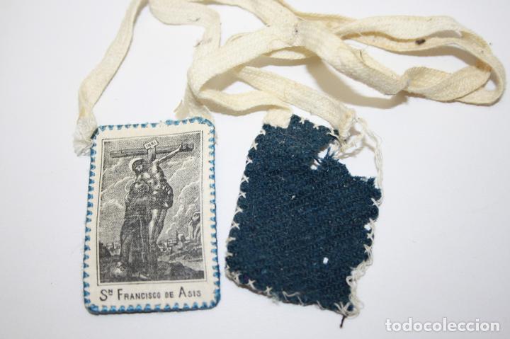 ESCAPULARIO S. FRANCISCO DE ASÍS - TELA IMPRESA - 6 * 3,5 CM - PRINC. S. XX (Antigüedades - Religiosas - Escapularios Antiguos)