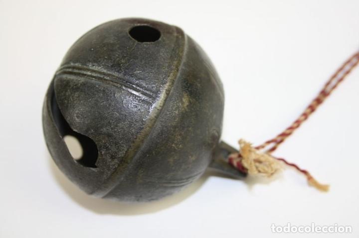 Antigüedades: CASCABEL EN BRONCE. PERTENECIENTE SEGÚN TRADICIÓN CARDENAL RICHELIEU?. XVII - Foto 7 - 45045329