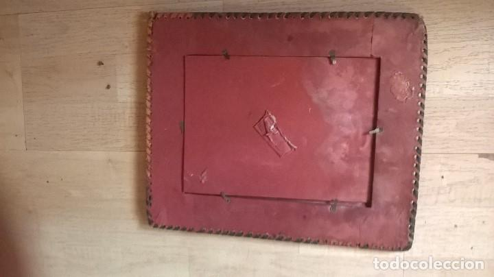 Antigüedades: porta fotos marco antiguo en piel repujada - Foto 6 - 64303779