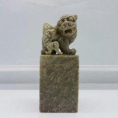 Antigüedades: SELLO ANTIGUO CHINO CON PERROS FU EN JADE TALLADO A MANO .. Lote 64322243