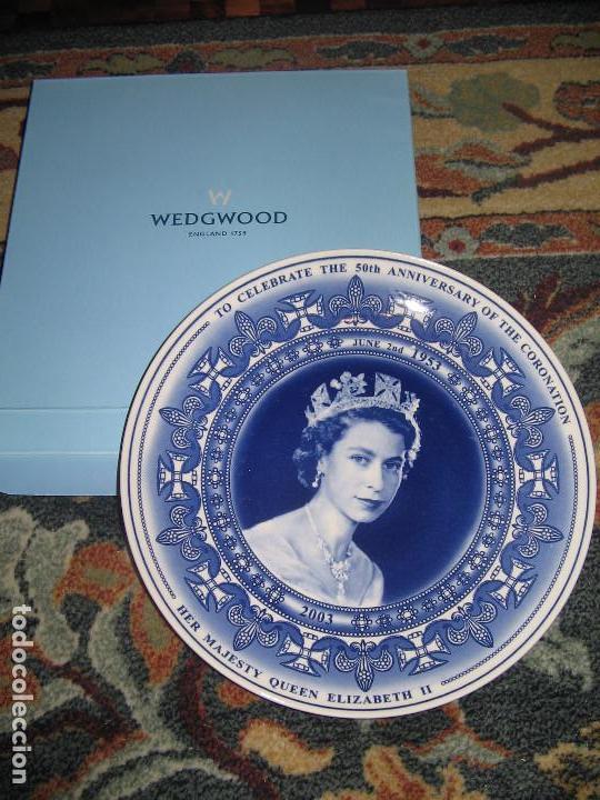 PLATO CONMEMORATIVO REINA ISABEL DE INGLATERRA WEDGWOOD (Antigüedades - Porcelanas y Cerámicas - Inglesa, Bristol y Otros)