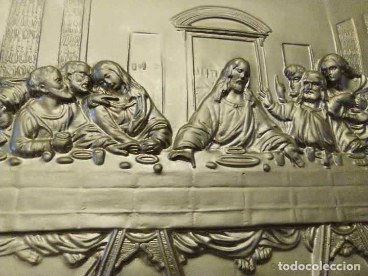 Antigüedades: BANDEJA DECORATIVA DE LA ULTIMA CENA, METÁLICA, REPUJADA, RESTAURADA - Foto 2 - 64380783