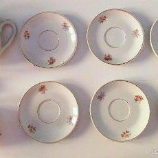 Antiquitäten - 6 platos de café, un azucarero y una jarrita de Royal Gijón. - 57852302