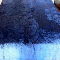 Antigüedades: PRECIOSA ANTIGUA COLCHA ADAMASCADA PRINCIPIOS SIGLO XX IDEAL DECORACION. Lote 175875158