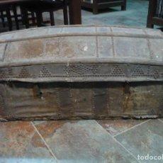 Antigüedades: BAÚL O ARCA DE VIAJE CON SECRETER, FORRADA EN PIEL Y DOS CERRADURAS CON LLAVE, DE COLECCIÓN S. XIX. Lote 64466175