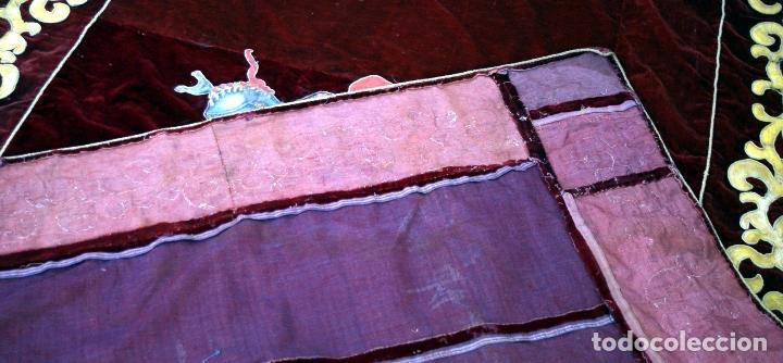 Antigüedades: TAPIZ REPOSTERO DE TERCIOPELO VELLUDO GRANATE CON ESCUDO NOBILIARIO PINTADO S. XIX - Foto 8 - 64474415