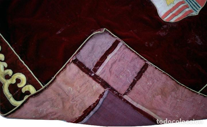 Antigüedades: TAPIZ REPOSTERO DE TERCIOPELO VELLUDO GRANATE CON ESCUDO NOBILIARIO PINTADO S. XIX - Foto 9 - 64474415