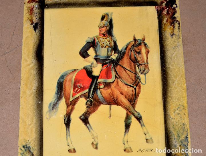 Antigüedades: CURIOSO CUADRO DOBLE CON CABALLEROS DE UNIFORMES MILITARES, VINTAGE - Foto 2 - 64488467