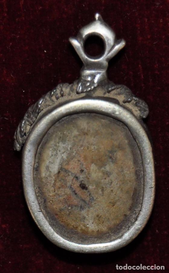 RELIQUIA CON MARCO DE PLATA DE FINALES DEL SIGLO XVIII (Antigüedades - Religiosas - Varios)