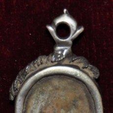 Antigüedades: RELIQUIA CON MARCO DE PLATA DE FINALES DEL SIGLO XVIII. Lote 64543035