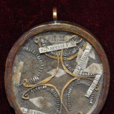 Antigüedades: ANTIGUO RELICARIO CON VARIAS RELIQUIAS EN EL INTERIOR. Lote 102651416