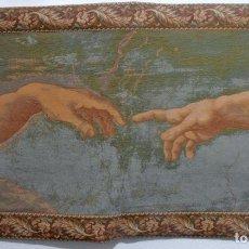 Antigüedades: TAPIZ, LAS MANOS DE MIGUEL ANGEL. Lote 64605715