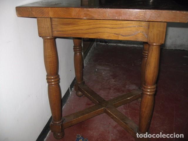 Mesa de comedor o cocina cuadrada 68 cm. madera roble maciza altura 77 cm.  altura al faldón 63 cm.
