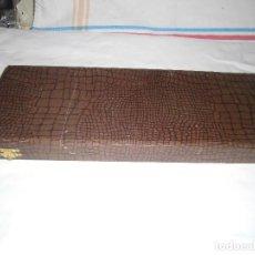 Antigüedades: ESTUCHE CON PALETA Y CUCHILLO DE ALPACA, PARA TARTAS. Lote 64615339