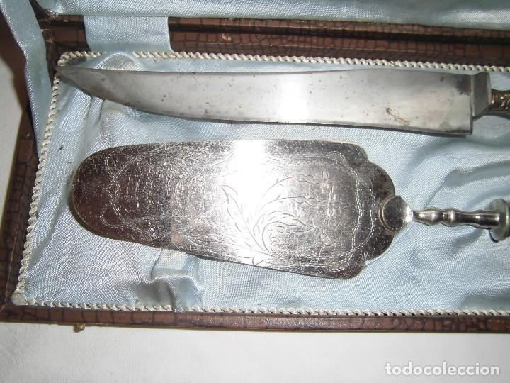 Antigüedades: estuche con paleta y cuchillo de alpaca, para tartas - Foto 3 - 64615339