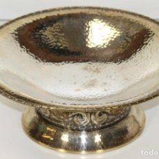 Antigüedades: CENTRO DE MESA. METAL CHAPADO EN PLATA. VICTORIA. SIGLO XX.. Lote 64671695