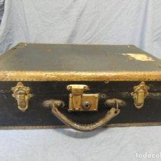 Antigüedades: MALETA DE MADERA FORRADA EN PIEL. Lote 64677739