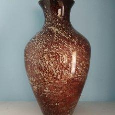 Antigüedades: GRAN JARRÓN ANTIGUO EN CRISTAL DE MURANO TONOS GRANATE Y BLANCO, EPOCA ART DECO .. Lote 64773487
