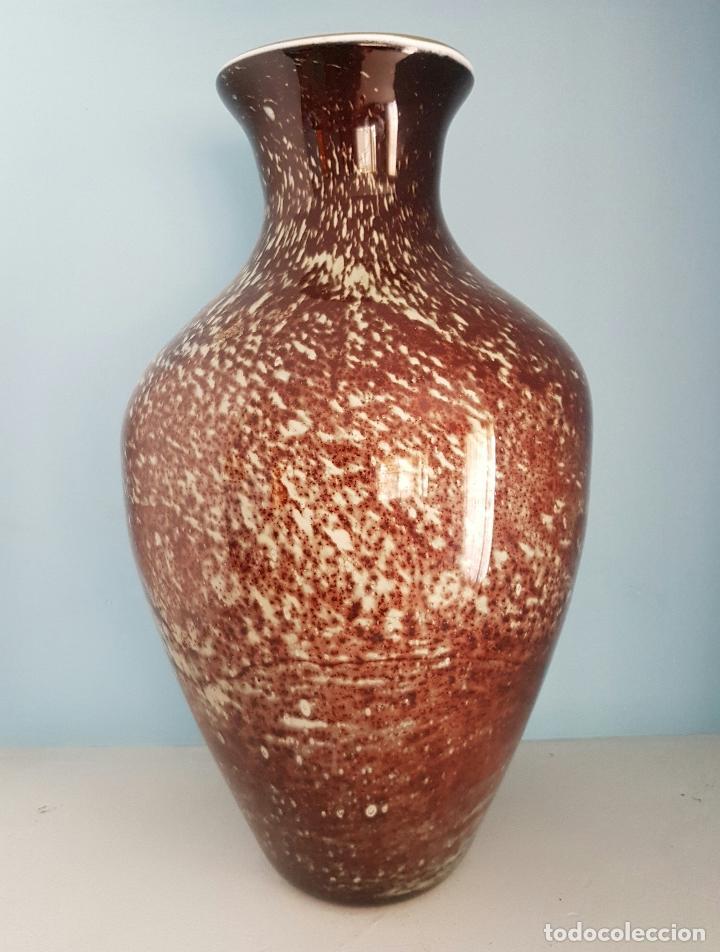 Antigüedades: Gran jarrón antiguo en cristal de murano tonos granate y blanco, epoca art deco . - Foto 2 - 64773487