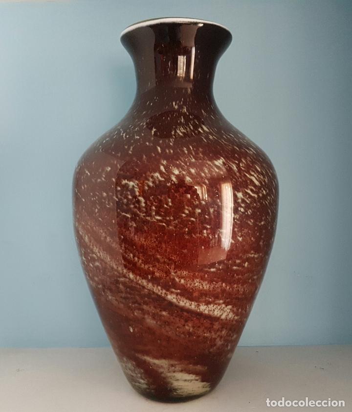 Antigüedades: Gran jarrón antiguo en cristal de murano tonos granate y blanco, epoca art deco . - Foto 3 - 64773487