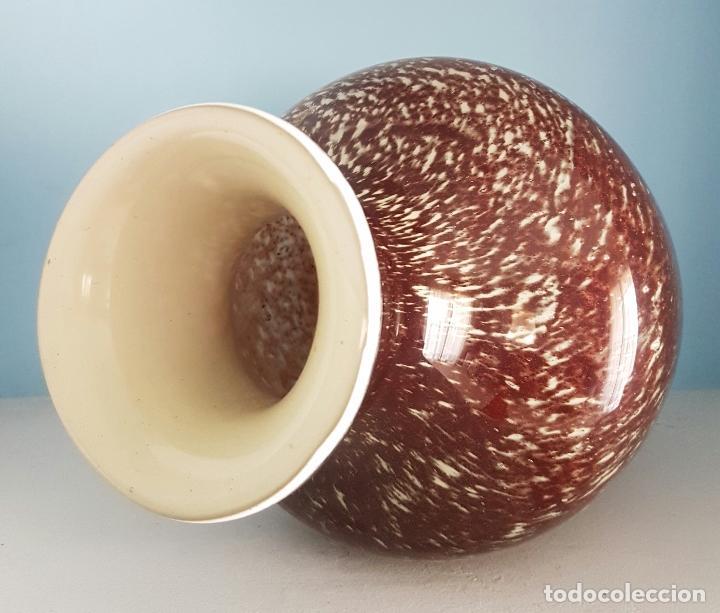 Antigüedades: Gran jarrón antiguo en cristal de murano tonos granate y blanco, epoca art deco . - Foto 5 - 64773487