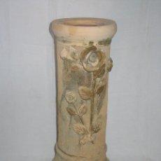 Antigüedades: ANTIGUO PEDESTAL O COLUMNA DE TERRACOTA. MOTIVOS VEGETALES FLORES. SIGLO XIX. 55,5 CM. ALTO.. Lote 64783607