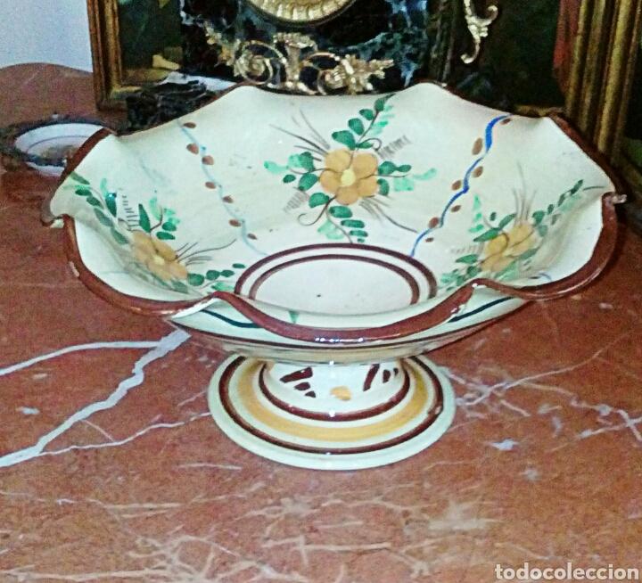 Antigüedades: Antiguo frutero, centro de ceramica de Manises. Ceramica esmaltada y pintada a mano. - Foto 5 - 64836626