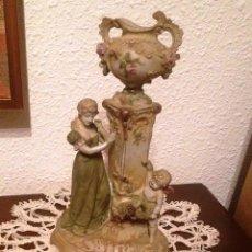 Antigüedades: PAREJA (2) FIGURAS TIPO BISCUIT- DAMA Y CABALLERO, CON FLORERO SOBRE COLUMNA. Lote 64856987
