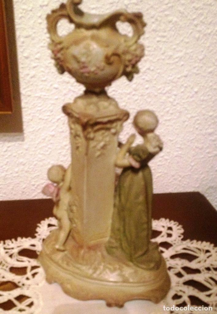 Antigüedades: Pareja (2) figuras tipo biscuit- Dama y Caballero, con florero sobre columna - Foto 2 - 64856987