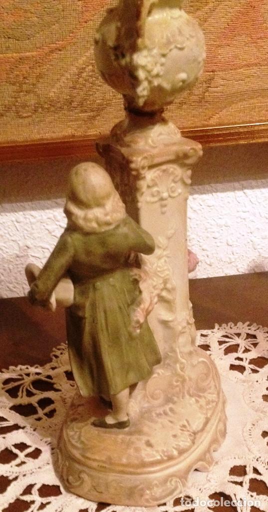 Antigüedades: Pareja (2) figuras tipo biscuit- Dama y Caballero, con florero sobre columna - Foto 4 - 64856987