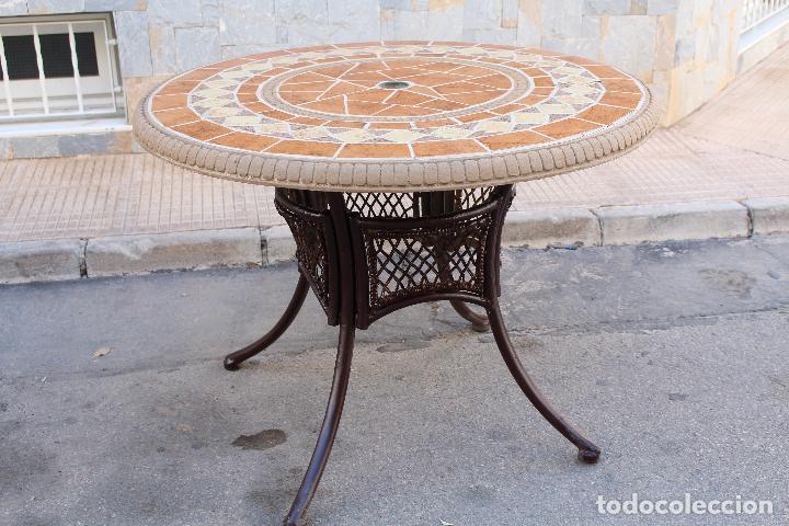 Mesa de jardin en hierro con tablero de azulejo comprar for Mesas de jardin de hierro