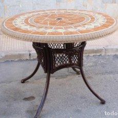 Antiquitäten - mesa de jardin en hierro con tablero de azulejos - 64904843