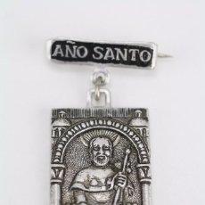 Antigüedades: MEDALLA OFICIAL / INSIGNIA DE AGUJA - AÑO SANTO COMPOSTELANO. SANTIAGO DE COMPOSTELA, AÑO 1971. Lote 64923847