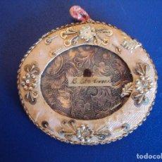 Antigüedades: (ANT-161107)ANTIGUO RELICARIO DE TELA Y CRISTAL. Lote 64929539
