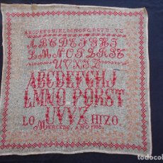 Antigüedades: ANTIGUO MUESTRARIO BORDADO EN PUNTO DE CRUZ, AÑO 1905, MIDE 51 X 52 CMS.. Lote 65296103