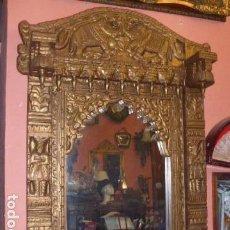 Antiquités: ANTIGUO ESPEJO DE MADERA FORRADO EN LATON REPUJADO. Lote 65456534