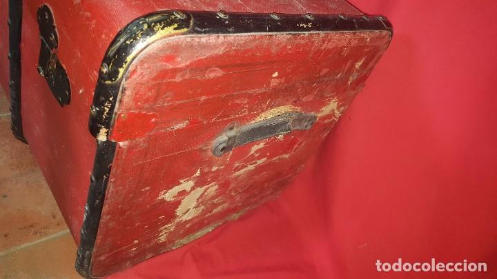 Antigüedades: Baul de color rojo. Necesita algo de restauración. - Foto 3 - 65460670