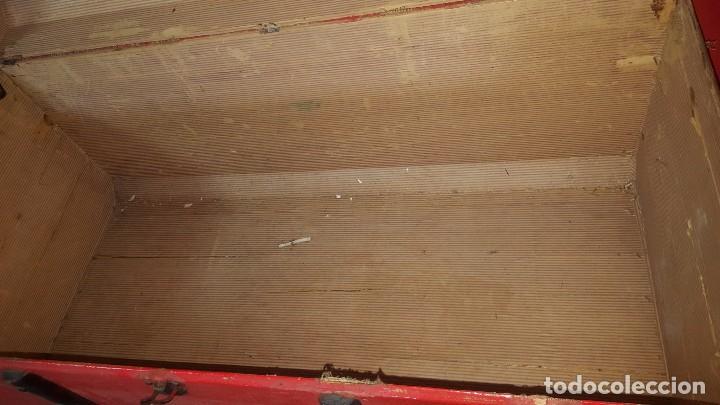 Antigüedades: Baul de color rojo. Necesita algo de restauración. - Foto 4 - 65460670