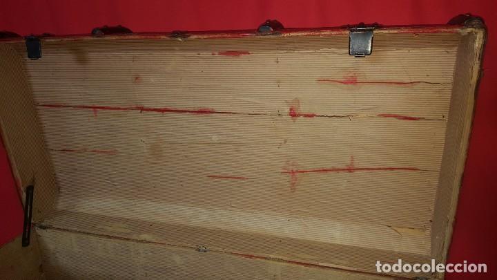 Antigüedades: Baul de color rojo. Necesita algo de restauración. - Foto 5 - 65460670
