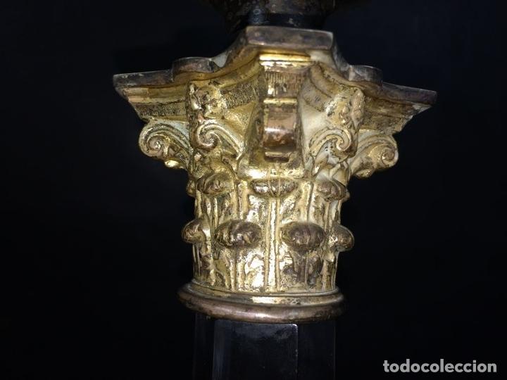 Antigüedades: QUINQUÉ. COLUMNA CLÁSICA. CRISTAL Y METAL PLATEADO. EVERED CO. INGLATERRA. 1850 - Foto 5 - 65659074