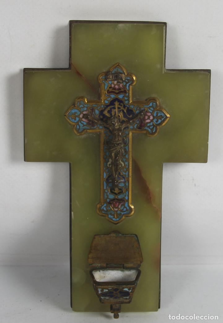 CRUCIFIJO EN ONIX Y CLOISSONÉ. BASE DE LATON. SIGLO XIX (Antigüedades - Religiosas - Crucifijos Antiguos)