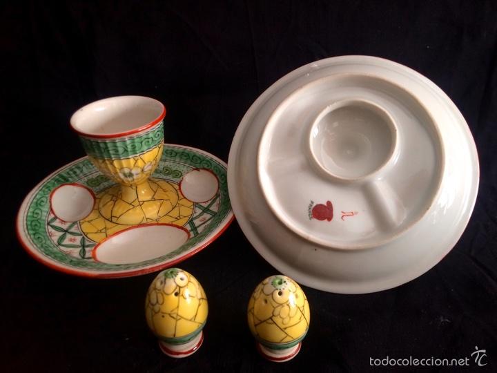 Antigüedades: Pareja de hueveras con salero de cerámica francesa - Foto 4 - 65752710