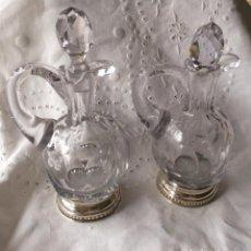 Antigüedades: PRECIOSAS VINAJERAS EN CRISTAL DE BACARRATT Y BASE DE PLATA. Lote 154879125