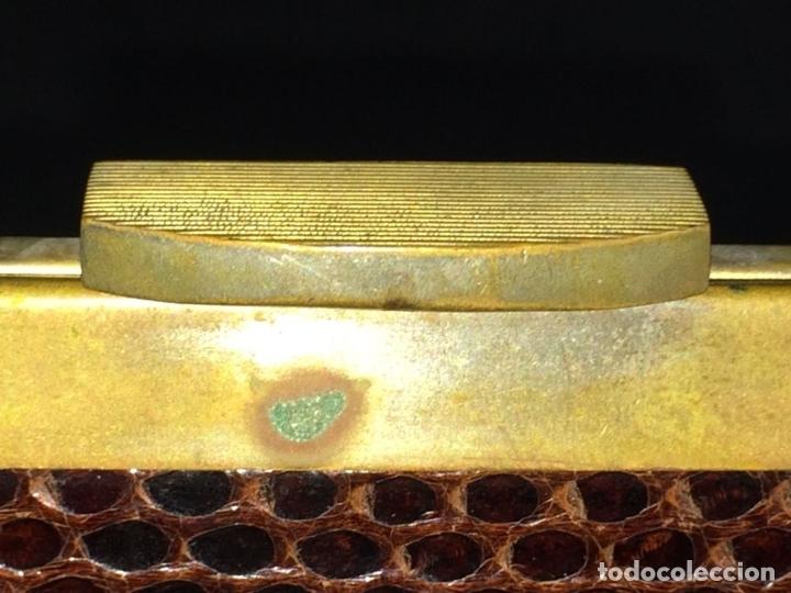 Antigüedades: BOLSO EN PIEL DE LAGARTO. METAL DORADO. ESPAÑA. CIRCA 1950 - Foto 7 - 65774814