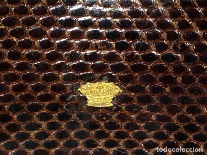 Antigüedades: BOLSO EN PIEL DE LAGARTO. METAL DORADO. ESPAÑA. CIRCA 1950 - Foto 9 - 65774814