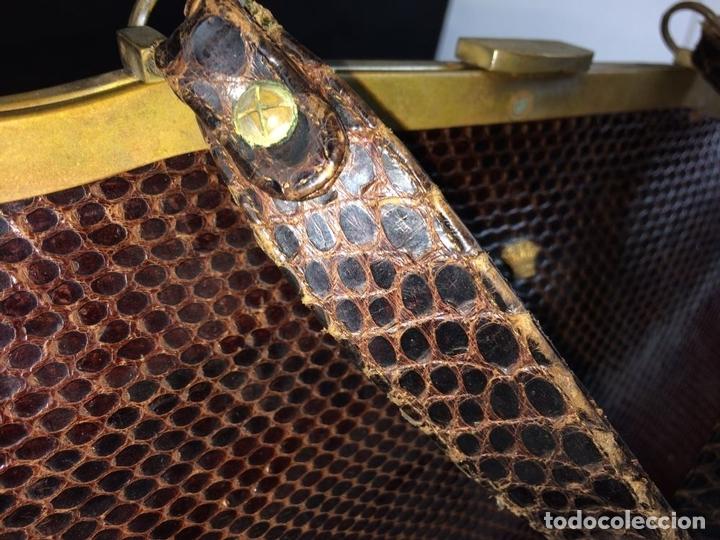 Antigüedades: BOLSO EN PIEL DE LAGARTO. METAL DORADO. ESPAÑA. CIRCA 1950 - Foto 15 - 65774814