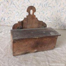 Antigüedades: CUCHARERO MADERA MUY ANTIGUO. Lote 65796074