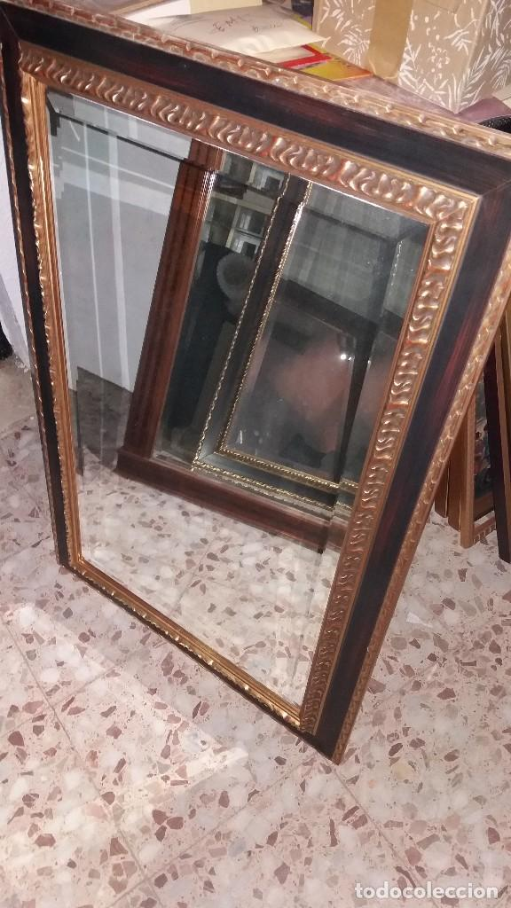 ESPEJO BISELADO CON MARCO DE MADERA (Antigüedades - Muebles Antiguos - Espejos Antiguos)